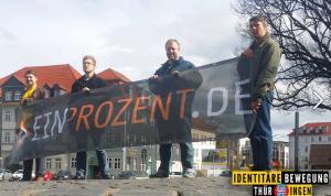 """Kevin Schulhauser (IB Thüringen) mit Transparent von """"EinProzent"""""""