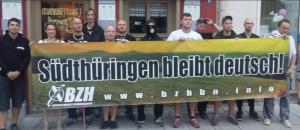 Schaller 2. von links mit anderen Neonazis im August 2016 in Rudolstadt